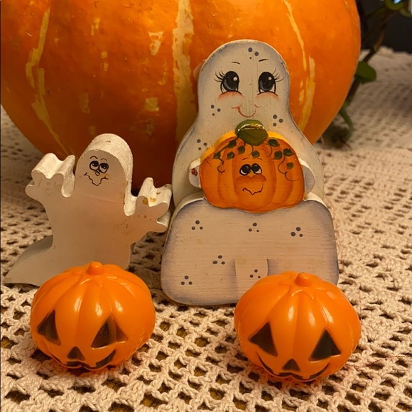 4pc Halloween Hand Painted Ghosts and 2 pumpkins💕